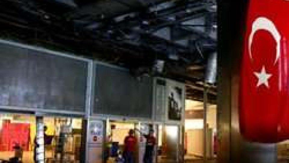 Aeroporto IstanbulTurchia: il bilancio dell'attentato si aggrava, il turismo affonda