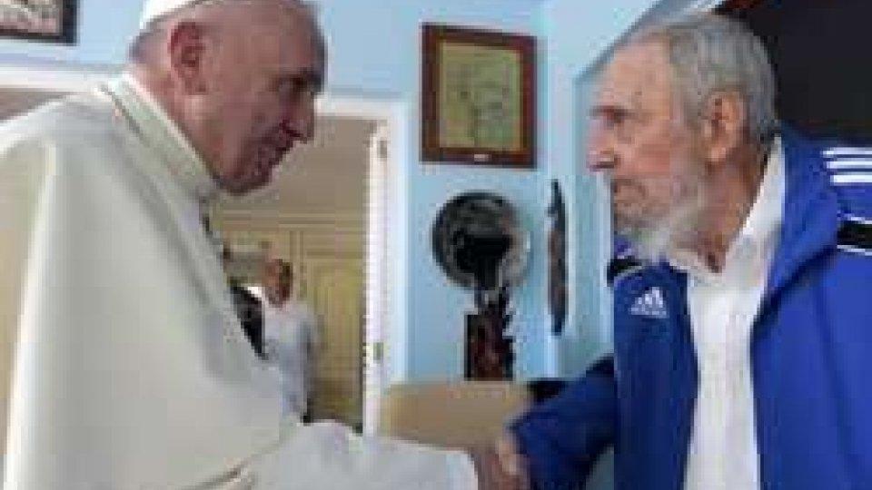 L'abbraccio di Papa Francesco a Cuba