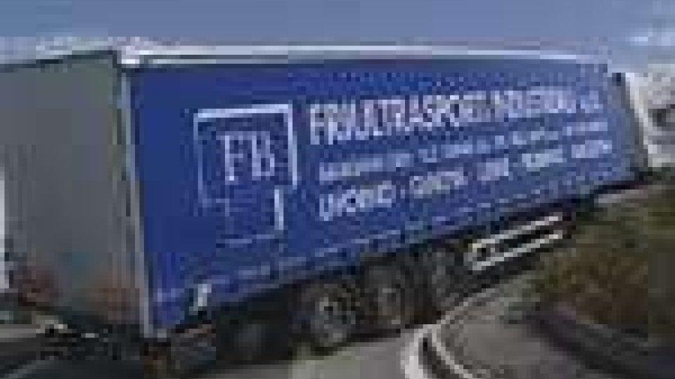 Il camion bloccato