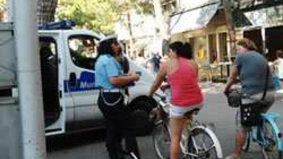 Borseggiatori in azione al mercato di Misano: arrestati