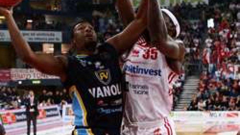 Basket, Pesaro nel baratro: Vanoli vince lo scontro salvezzaBasket, Pesaro nel baratro: Vanoli vince lo scontro salvezza