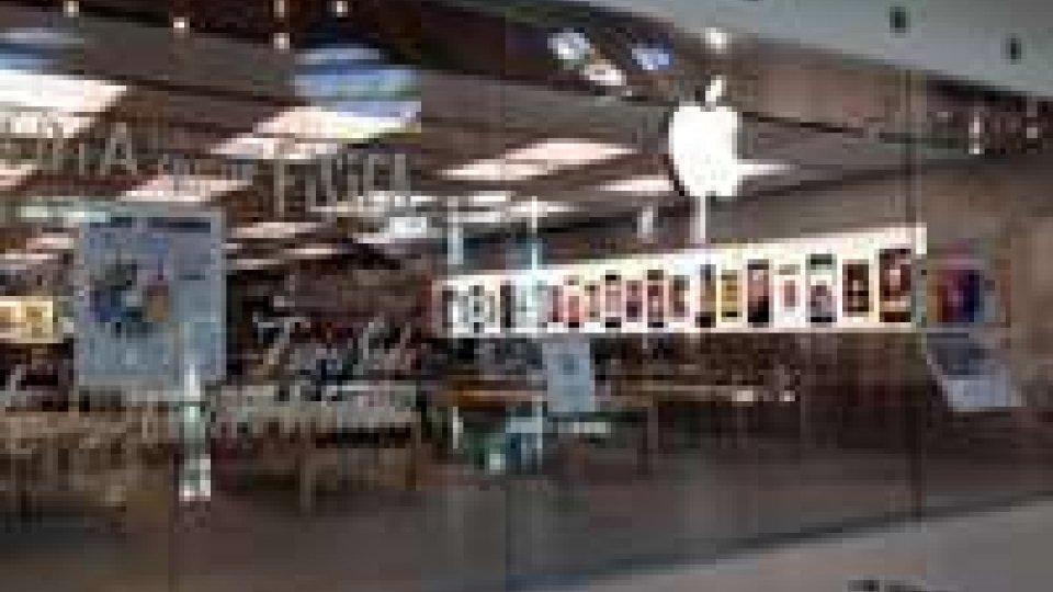 Rimini: tentato furto all'Apple Store, ladri passano dal condotto dell'aerazione