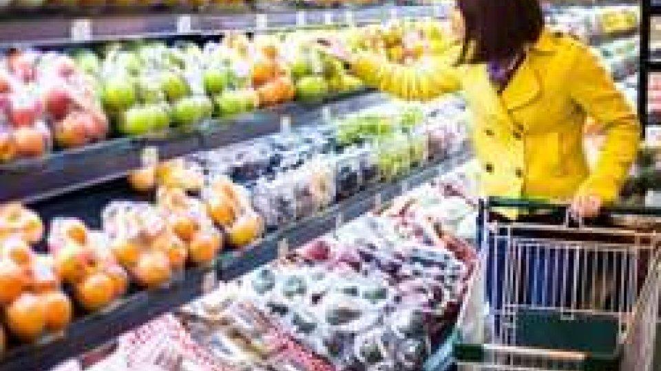 Commercio: dal 2010 tagli di spesa per trecento euro di acquisti a famiglia