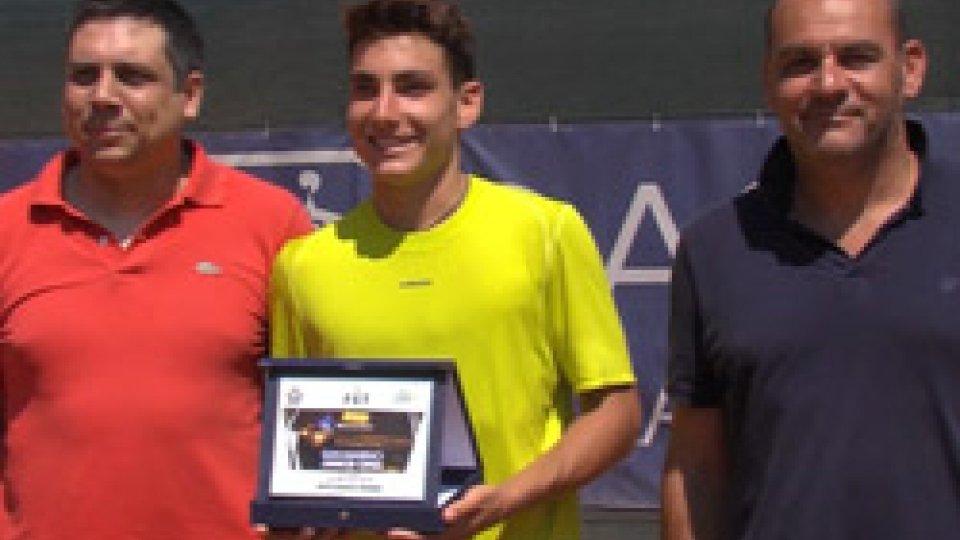 La premiazione di Riccardo TrioneTennis: Trione e Trevisan conquistano il San Marino junior Open