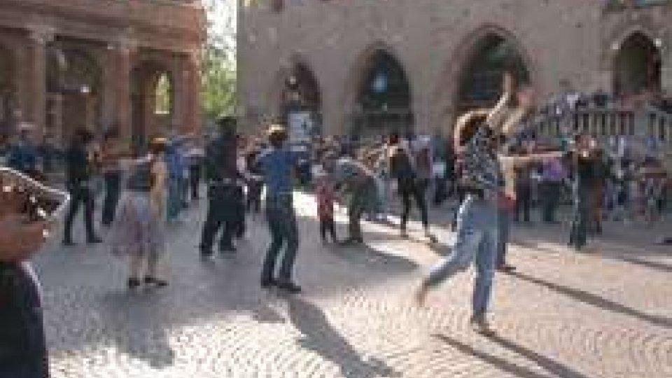 Il flash mobRimini: flash mob per festeggiare la Giornata Internazionale della Danza