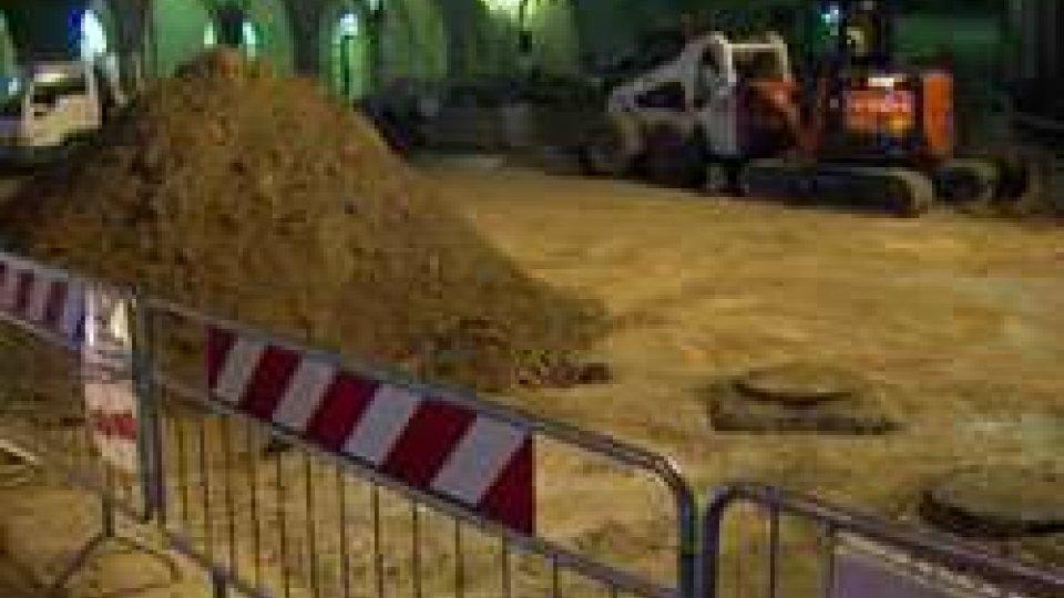 """Borgo Maggiore, proteste dei commercianti per il restauro della piazza: """"A rischio le attività commerciali"""""""