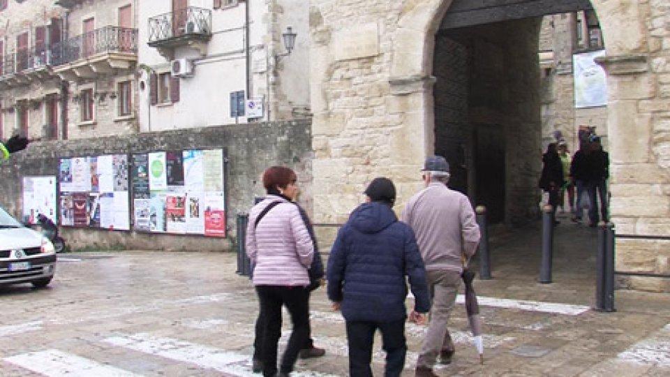 La Porta del PaeseIl turismo del ponte: alberghi e parcheggi pieni, ma commercianti insoddisfatti