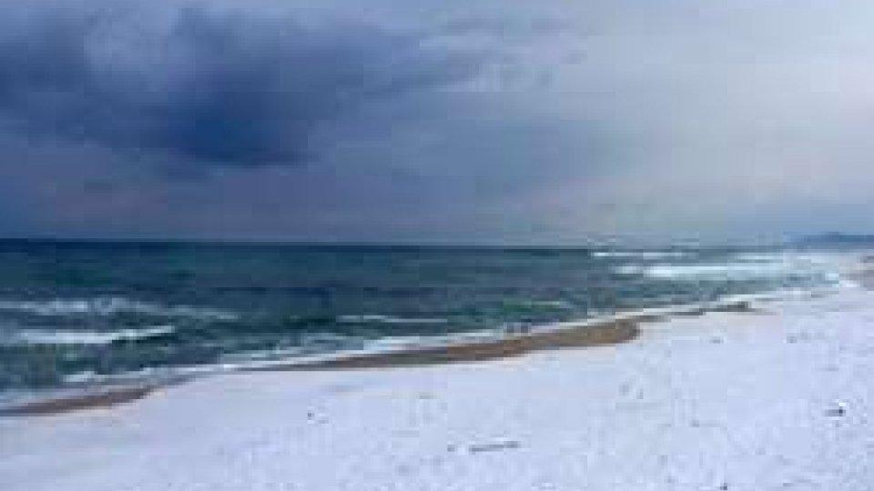 Marche: neve al mare