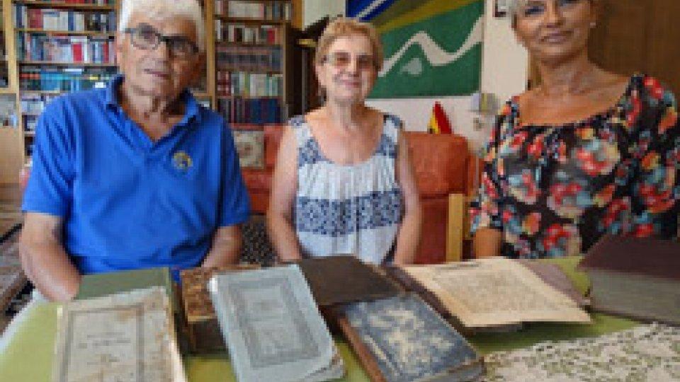 """ANTICA BIBBIA IN TEDESCO DONATA ALLA BIBLIOTECA COMUNALE """"G. TASINI"""" DI SAN CLEMENTE"""
