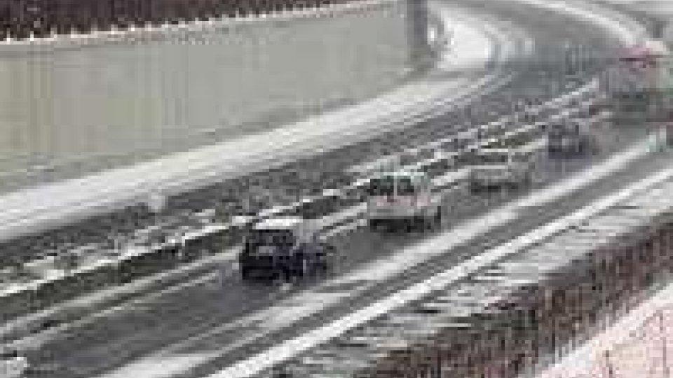Maltempo: nevischio a Bologna, continuano lavori ripristino