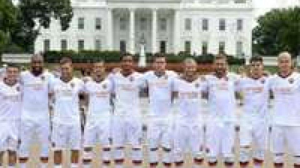 La Roma in maglia bianca per...la Casa Bianca