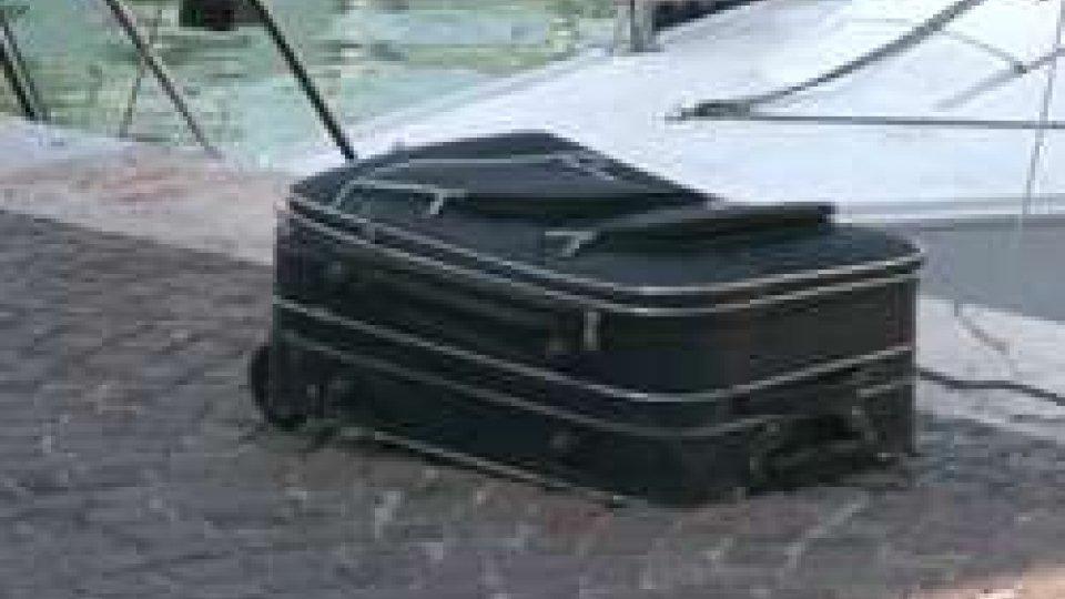 Cadavere trovato in valigia: oggi l'autopsiaCadavere trovato in valigia, l'autopsia: forse morta per denutrizione, escluse cause esterne