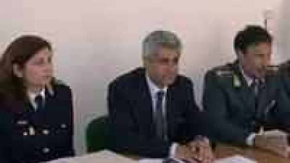 GdF: sequestri per 2,5 mln frutto di investimenti dalla camorraGdF: sequestri per 2,5 mln frutto di investimenti dalla camorra