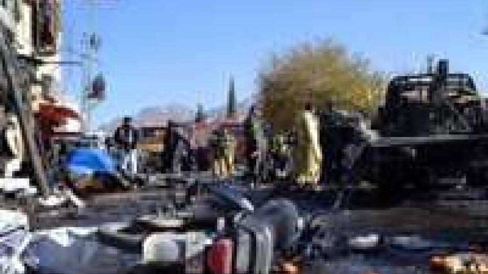 Pakistan: attentato contro sciiti, almeno 57 le vittime