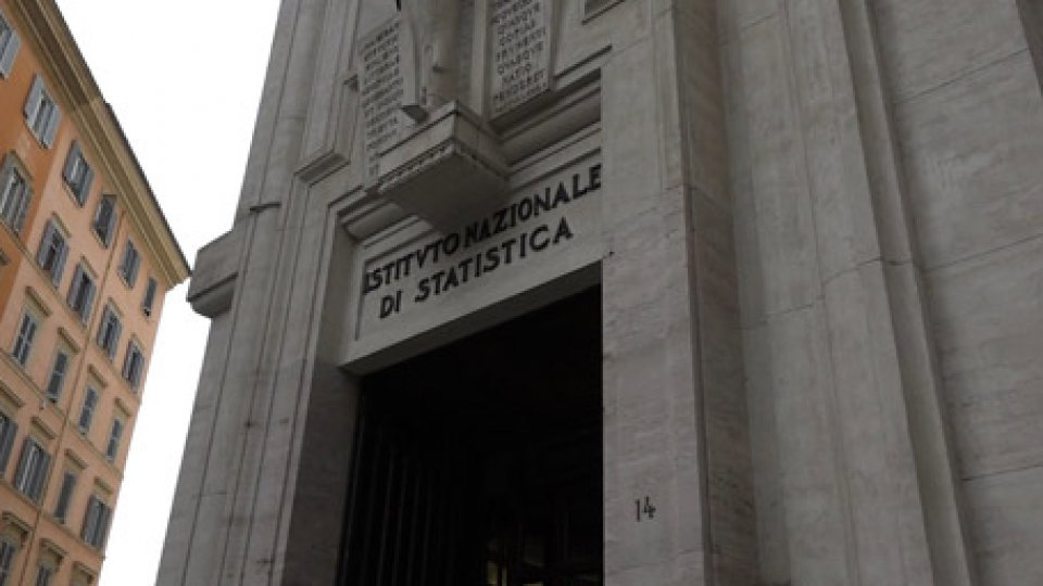 Istituto di StatisticaLavoro in Italia: stabile, ma i giovani preparati faticano a scalzare gli adulti sottoistruiti