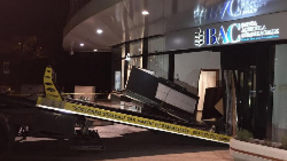malviventi cercano di sradicare un bancomat al WTCDogana: malviventi cercano di rubare un bancomat al WTC senza riuscirci