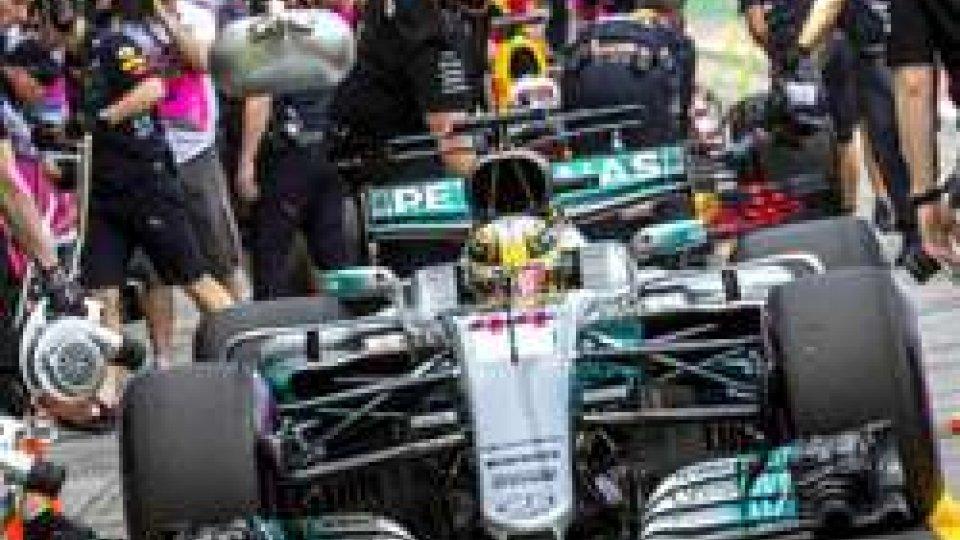 F1: subito Hamilton in Australia