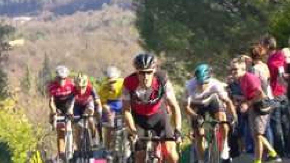 Ciclismo, Parigi-Nizza: la sesta tappa va a Simon Yates