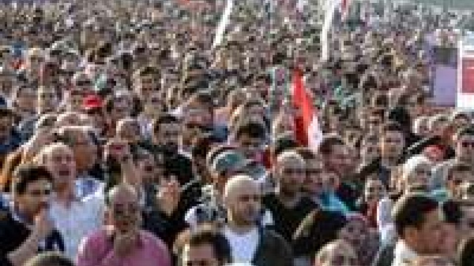 """Egitto, movimenti gridano """"vattene"""" al presidente Morsi"""
