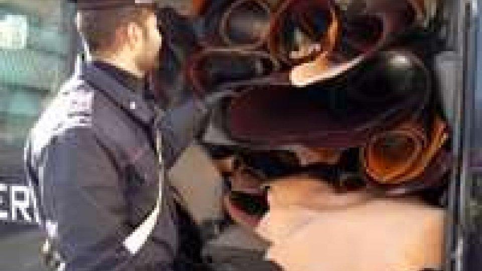 Rimini: rintracciati in un garage 490 mq di pellame rubato