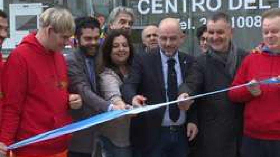 il taglio del nastro[VIDEO] 5R: Ama il Riuso, inaugurato il nuovo magazzino a Fiorentino