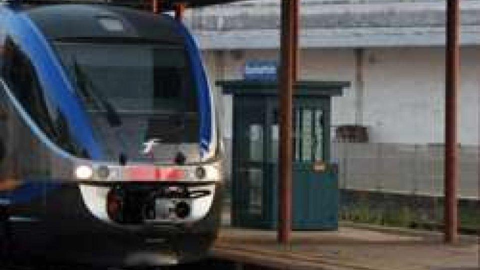 Treno fermo alla stazione di Gambettola