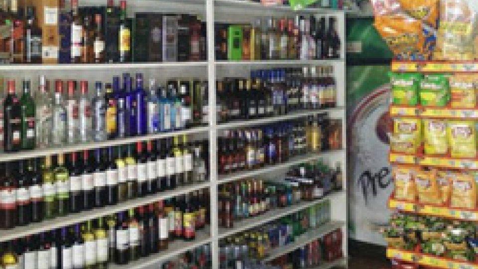 Chiuso per 30 giorni minimarket che vendeva alcolici a minori