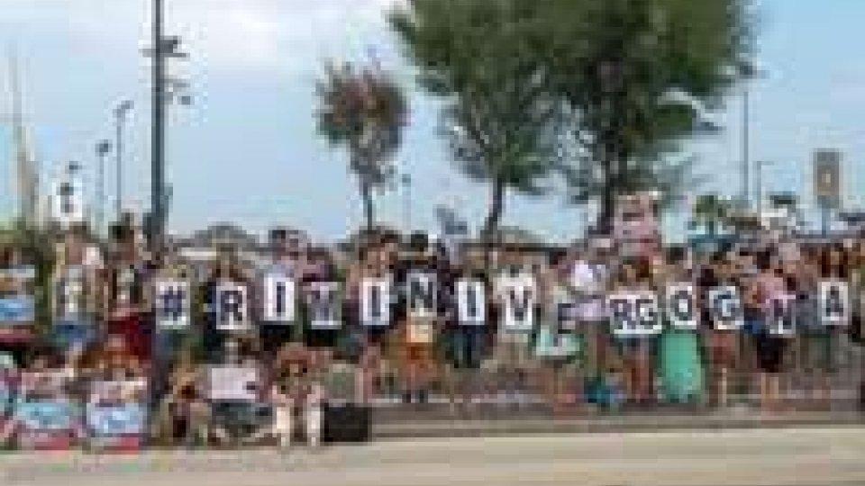 Rimini: proteste davanti al delfinario
