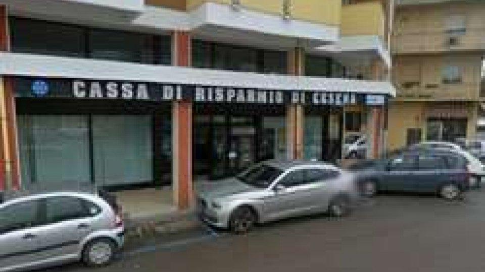 Santarcangelo: rapinano banca armati di kalashnikov e pistola