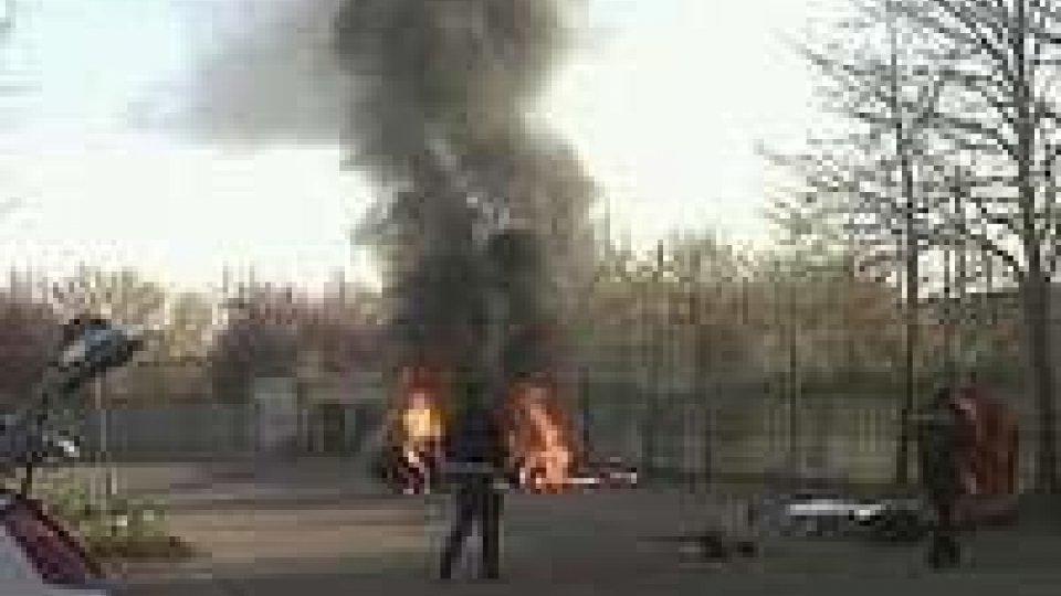 Bologna. Artigiano in crisi si dà fuoco davanti alla sede dell'agenzia delle entrate