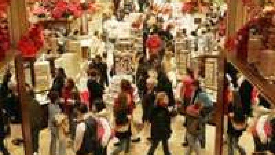 Natale: Federconsumatori, spesa media famiglia cala a 148 euro