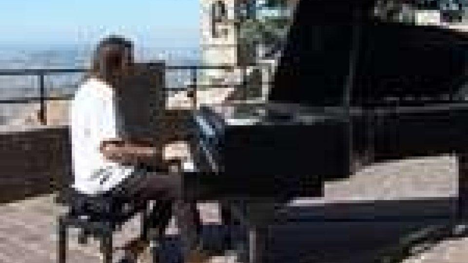 San Marino - In via Donna Felicissima il concerto di Davide Martello