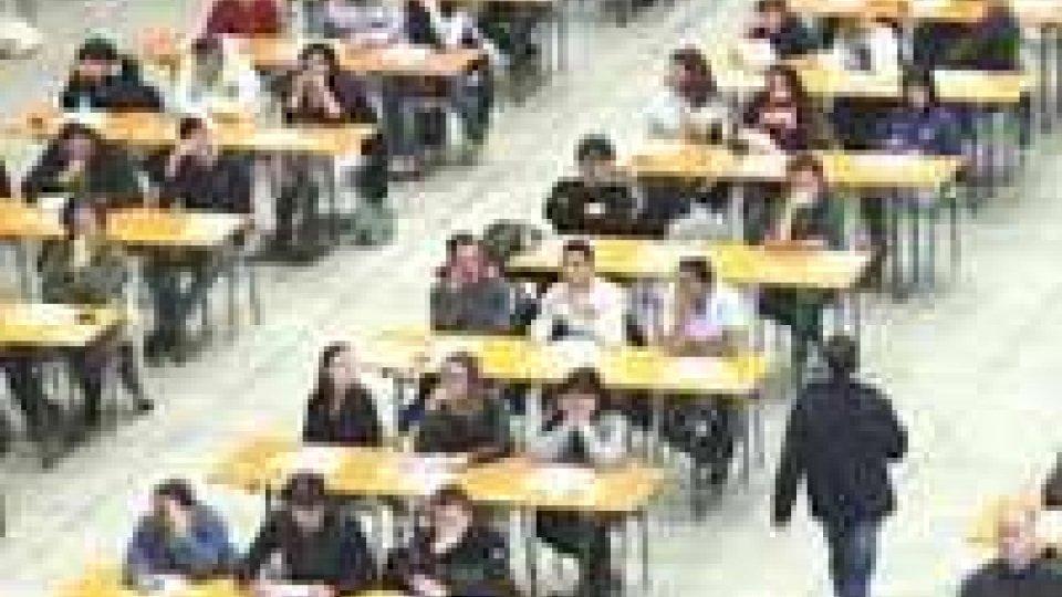 Scuola: 300mila docenti a concorso