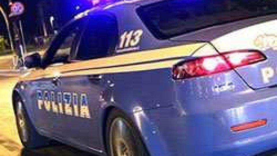Rimini, non si ferma all'alt su auto rubata: bloccato dalla polizia