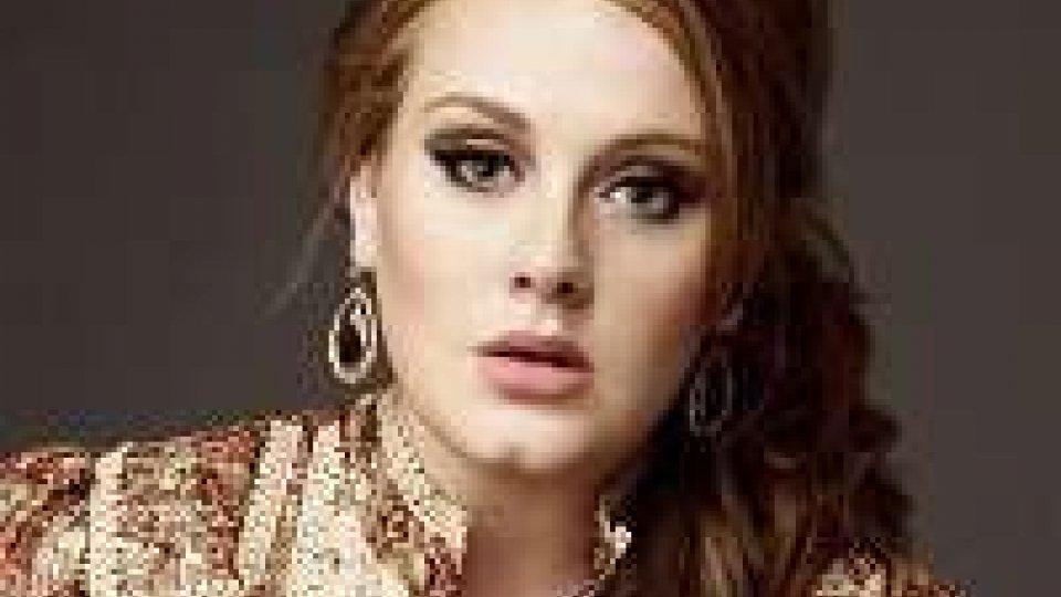 Adele rompe silenzio con '25'