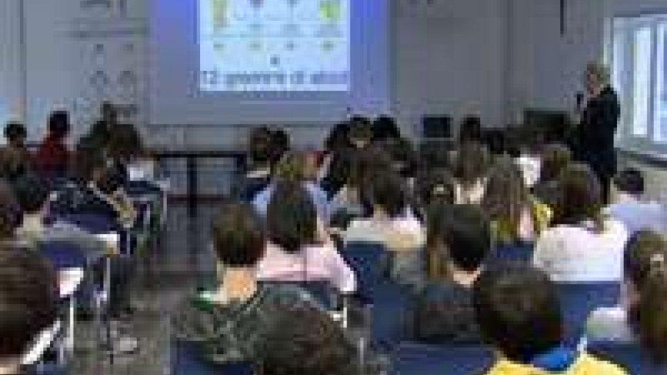 Alunni della Scuola Media a lezione dalla Gendarmeria sui rischi legati ad alcol e droghe