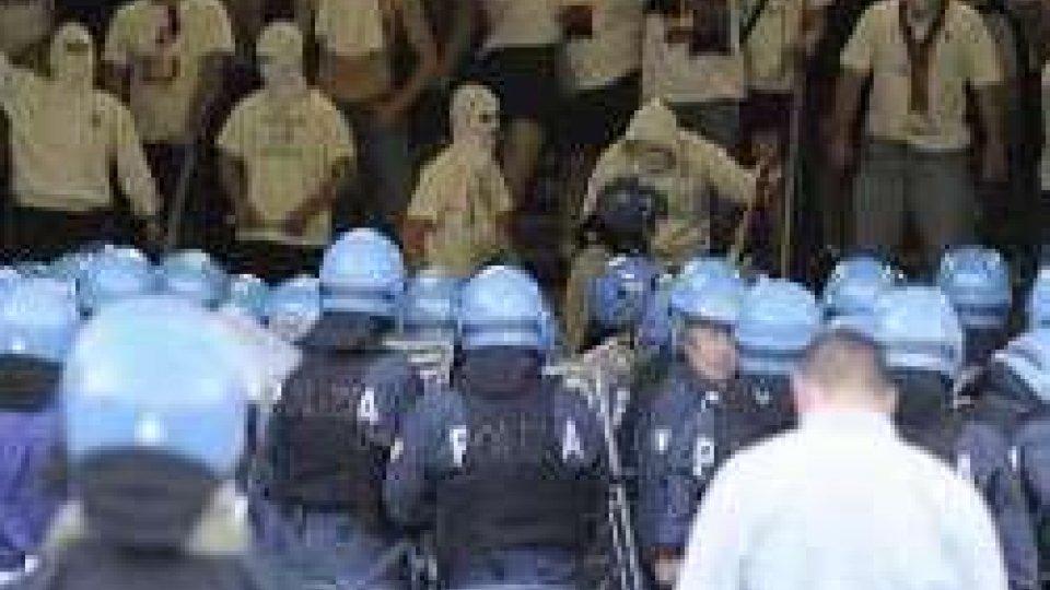 Scontri nella notte a Napoli tra tifosi azzurri e polacchi