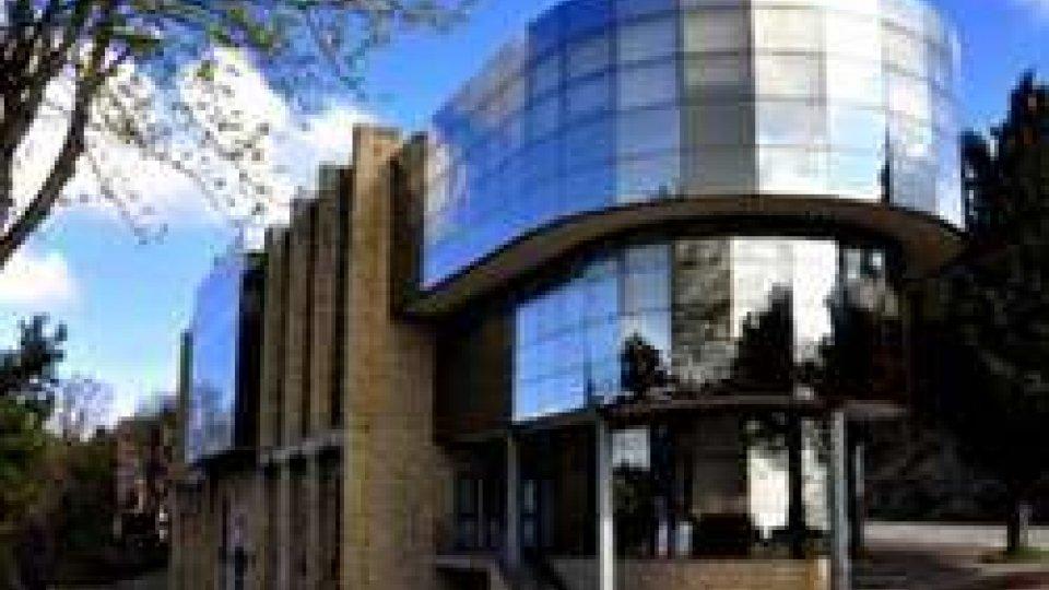 Dati sul sistema bancario da BCSM: in calo impieghi e raccolta