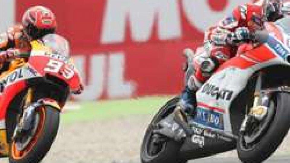 MotoGP Austria: Dovizioso trionfa dopo un testa a testa con Marquez. 7° Rossi