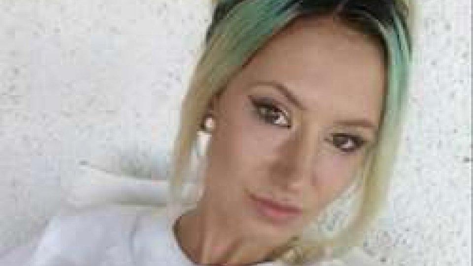 Rimini: muore ragazza di 20 anni, cade in moto. Barista del Coconuts