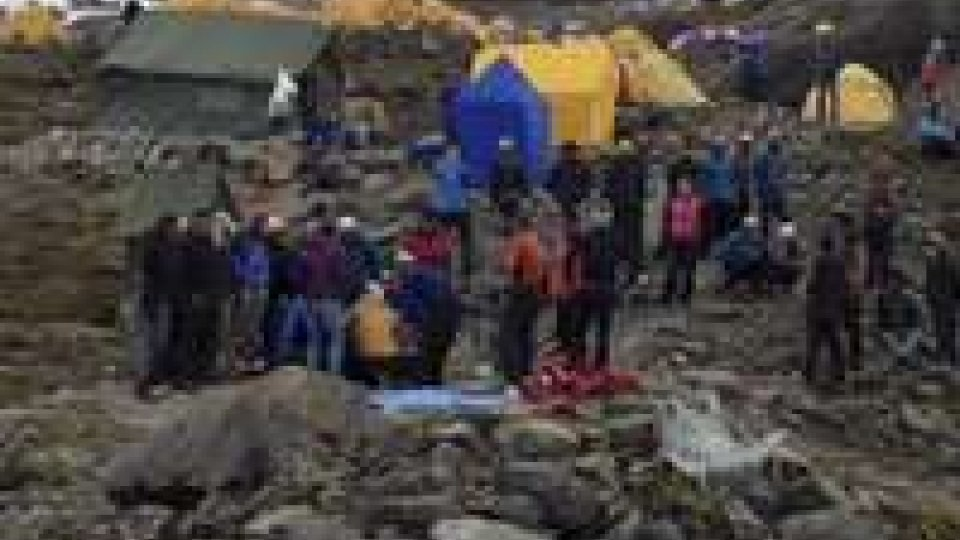 Tragedia in Nepal: difficoltà nelle ricerche
