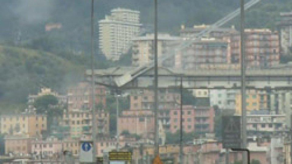 Nel servizio gli interventi di Giovanni Toti e di Matteo SalviniGenova, crolla un ponte sull'A10: 35 morti e feriti gravi