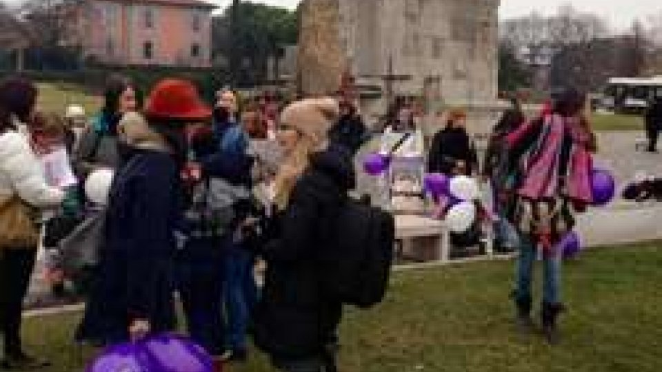 Rimini: flash mob in favore dell'allattamento