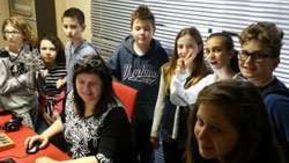 i ragazzi delle medie di Serravalle in radio