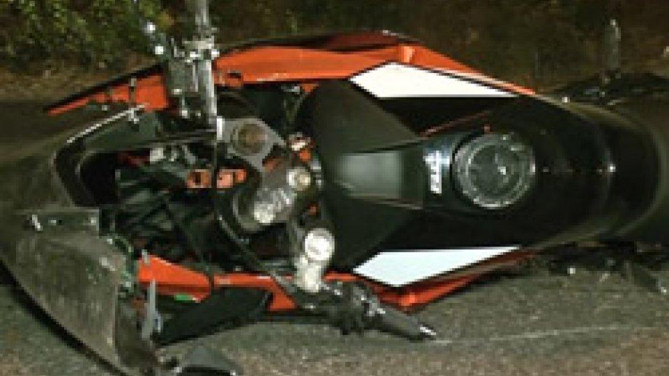 Ancora un morto lungo le strade della Grotta RossaGrotta Rossa: motociclista di quasi 20 anni muore dopo un sorpasso