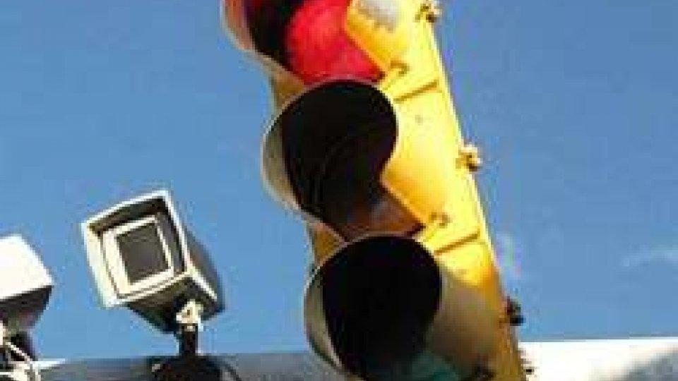 Rimini. Allarme rosso ai semafori: multati oltre 2.500 automobilisti
