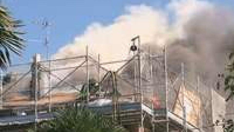 Incendio in un'abitazione a Rimini