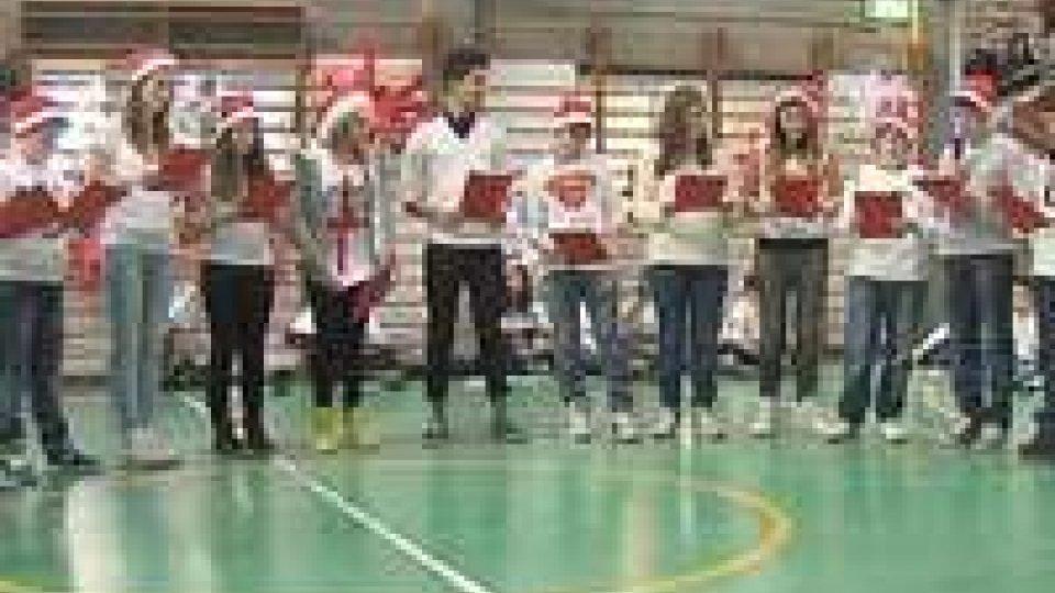 Natale tra solidarietà e spettacoli alla scuola media di Fonte dell'OvoNatale tra solidarietà e spettacoli alla scuola media di Fonte dell'Ovo