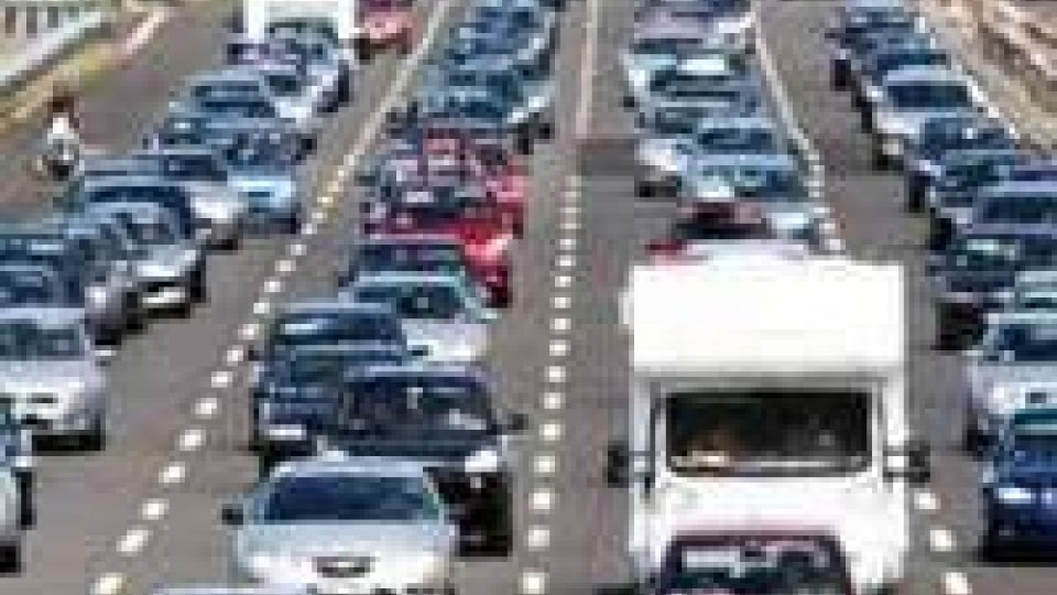 Bollino rosso su strade e autostrade, rallentamenti tra Cesena e Rimini Nord
