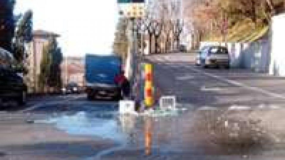 San Marino: si rovescia bancale d'acqua, circolazione rallentata in città
